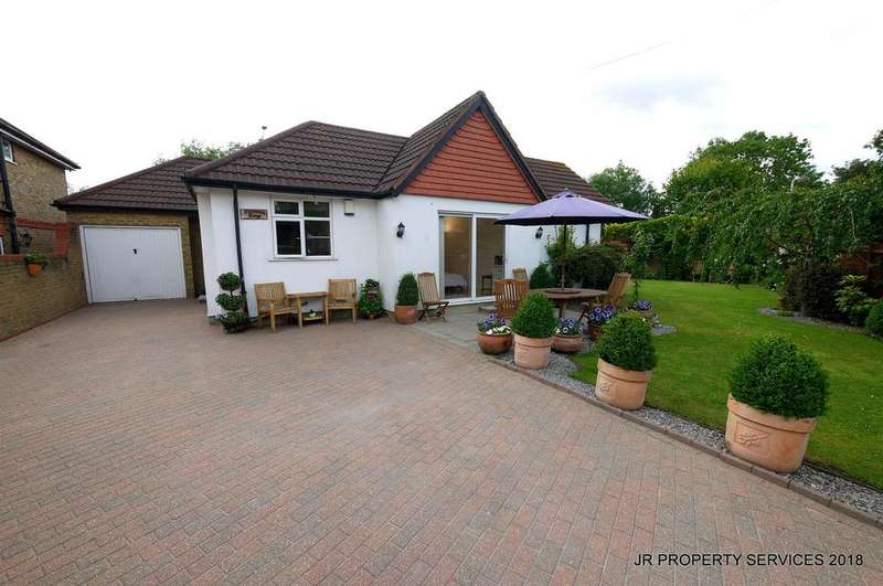5 Bedrooms Detached House for sale in Southbrook Drive, Cheshunt