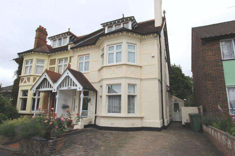 6 Bedrooms Semi Detached House for sale in Highfield Road, Sutton