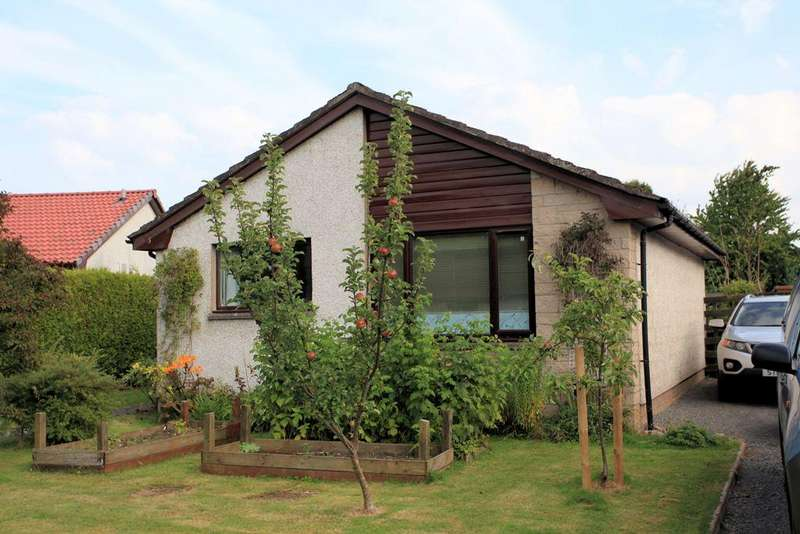 2 Bedrooms Detached Bungalow for sale in 3 Lochay Drive, Comrie, PH6 2PE