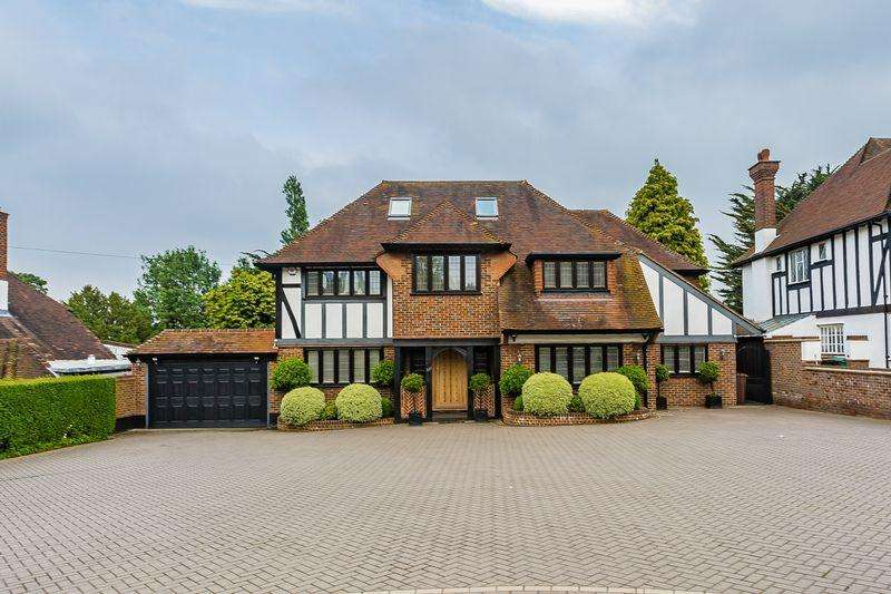 4 Bedrooms Detached House for sale in Banstead Road, Banstead