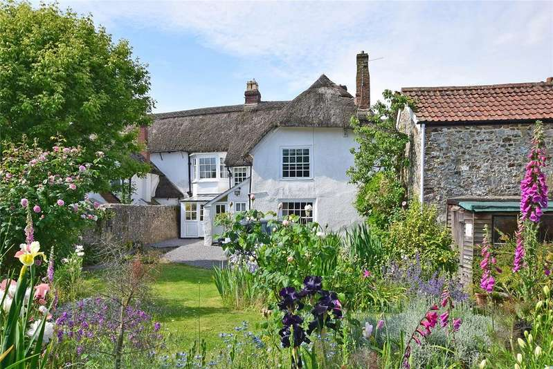 4 Bedrooms Terraced House for sale in Queens Square, Colyton, Devon