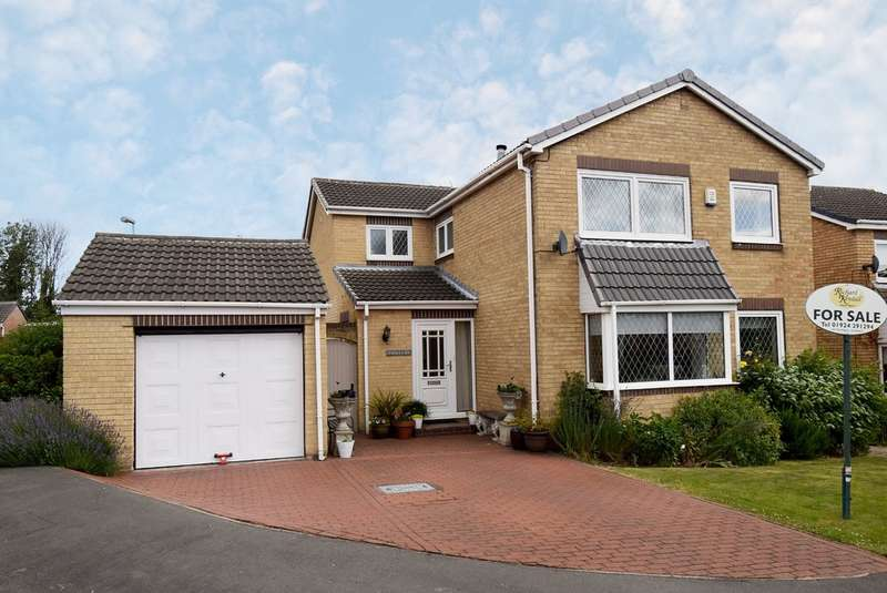 4 Bedrooms Detached House for sale in Glastonbury Avenue, Wakefield