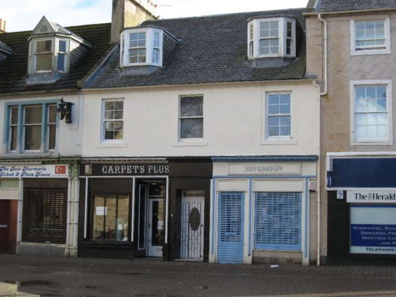 3 Bedrooms Flat for sale in The Square, Cumnock KA18