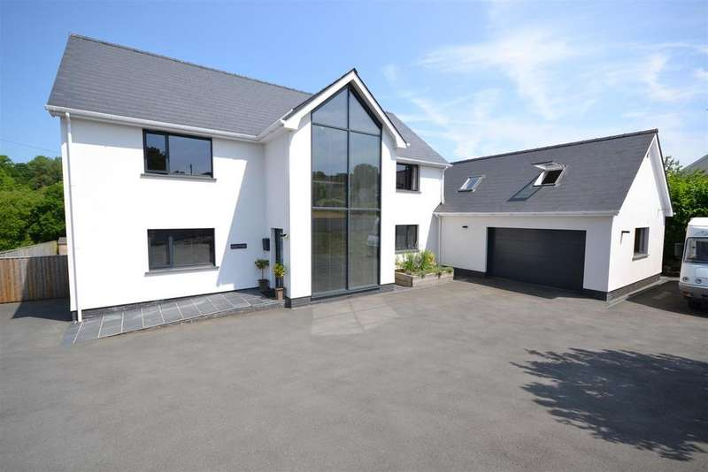 6 Bedrooms Detached House for sale in Waungilwen