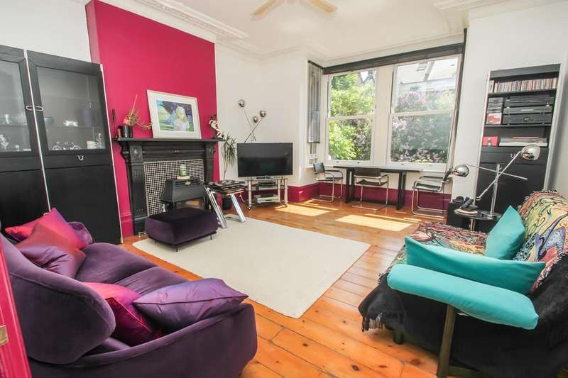 2 Bedrooms Flat for sale in Chadwick Road, Upper Leytonstone, London, E11