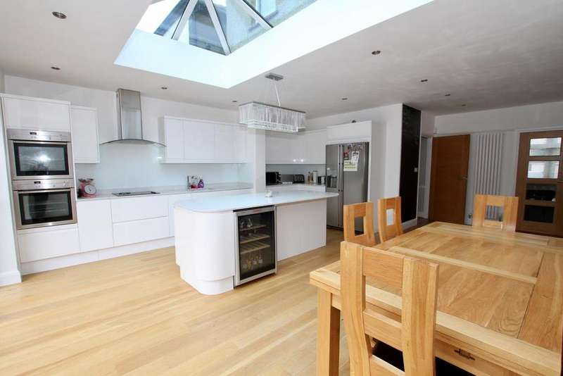4 Bedrooms Semi Detached House for sale in Salisbury Road, Leigh-On-Sea