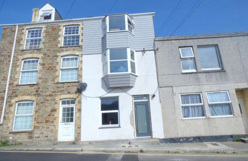 2 Bedrooms Property for sale in Lower Ground Floor Flat, St Georges Hill, Perranporth