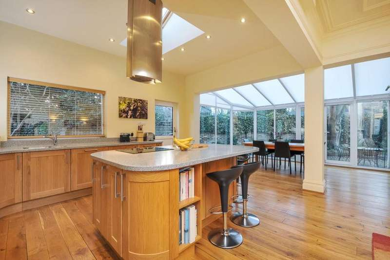 4 Bedrooms Semi Detached House for sale in Amberley Road, Palmers Green