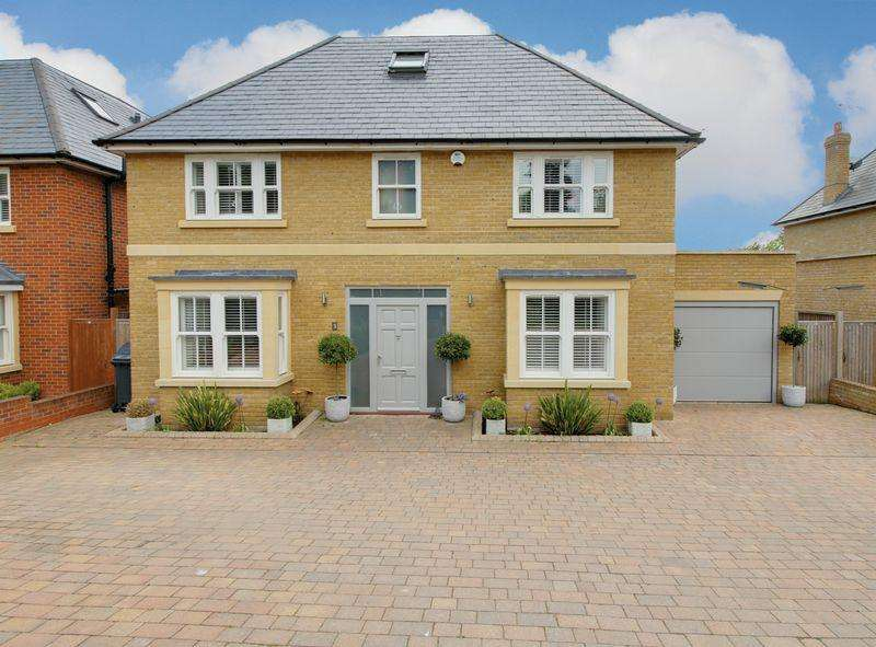 5 Bedrooms Detached House for sale in Baas Hill, Broxbourne