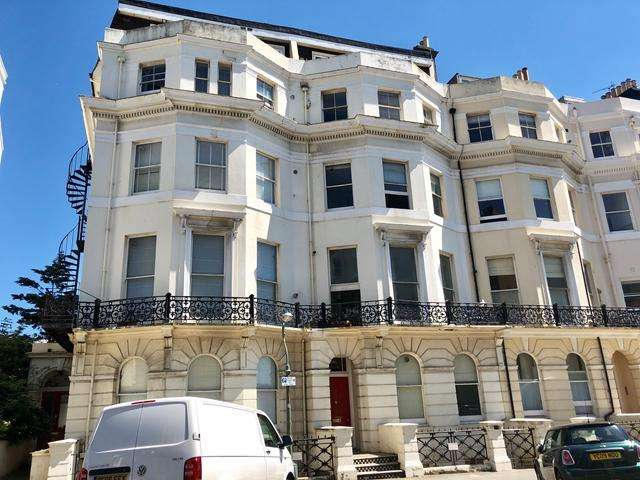 1 Bedroom Apartment Flat for sale in St Aubyns, Hove BN3 2TH