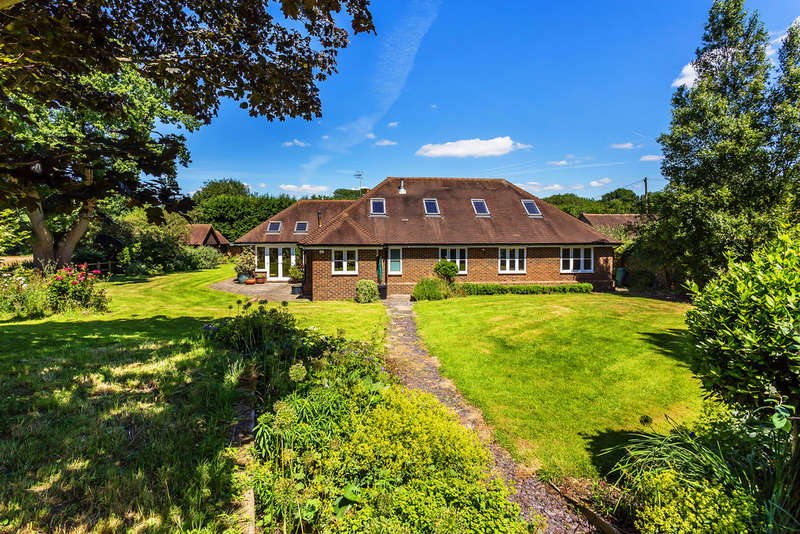 6 Bedrooms Detached House for sale in Millers Lane, Outwood