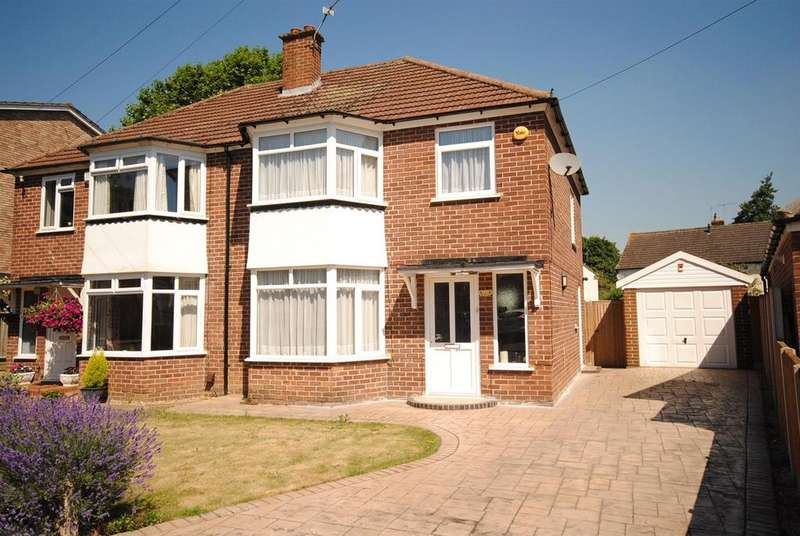 3 Bedrooms Semi Detached House for sale in Harcourt Road, Windsor