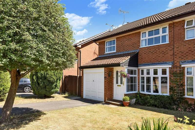 3 Bedrooms Semi Detached House for sale in Devon Close, Wokingham, Berkshire RG41 3AQ