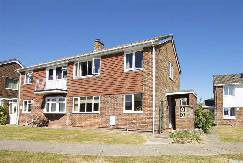 3 Bedrooms Semi Detached House for sale in Langstone Walk, Gosport, Hampshire