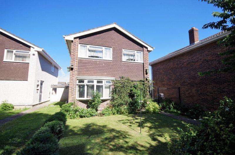 3 Bedrooms Detached House for sale in Swallow Drive, Patchway, Bristol