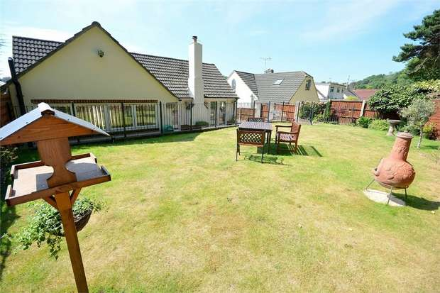 3 Bedrooms Detached Bungalow for sale in Wren Crescent, Coy Pond, Poole