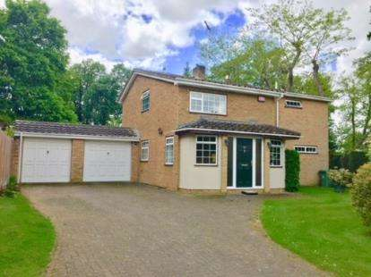 4 Bedrooms Detached House for sale in Chamberlains Gardens, Leighton Buzzard, Beds, Bedfordshire