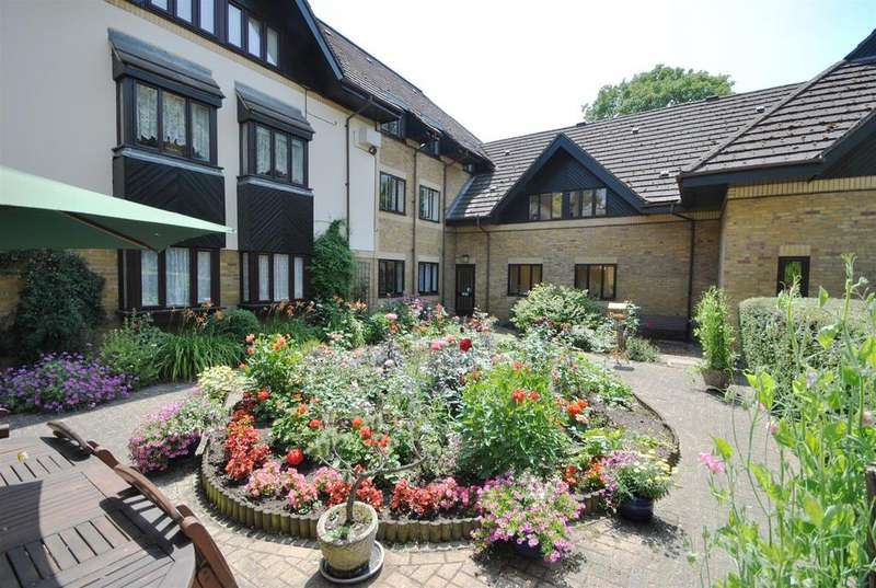 1 Bedroom Retirement Property for sale in Bishops Court, Churchgate, Cheshunt