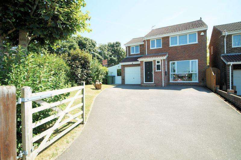 4 Bedrooms Detached House for sale in High View, Portchester