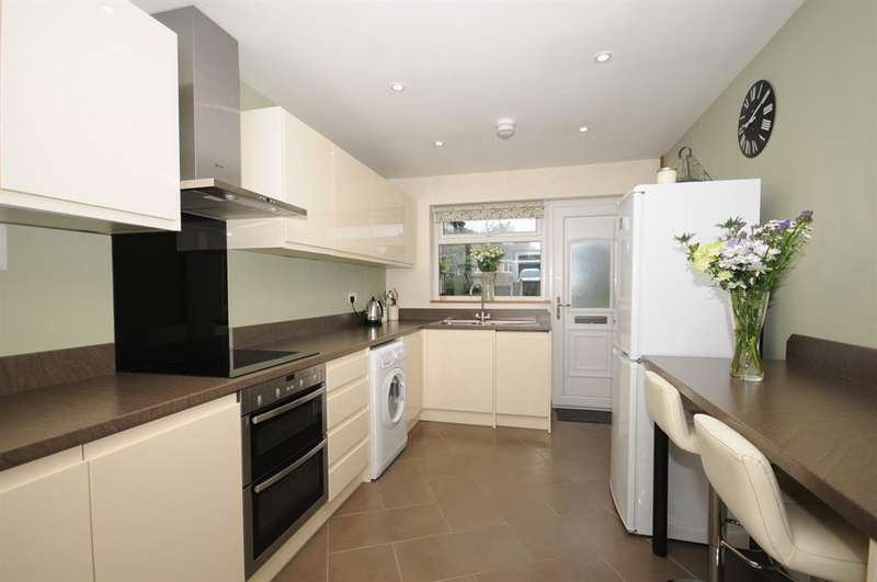 3 Bedrooms Bungalow for sale in Paynes Meadow, Whitminster, Gloucester, GL2 7PS