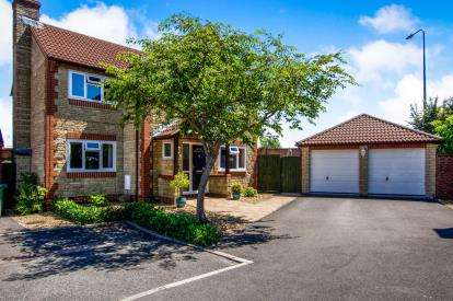 4 Bedrooms Detached House for sale in The Bluebells, Bradley Stoke, Bristol, Gloucestershire