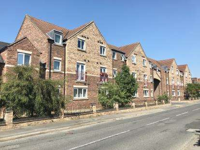2 Bedrooms Flat for sale in Castle Square, Wyberton, Boston, Lincolnshire