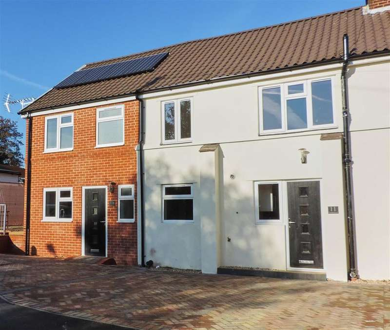 3 Bedrooms End Of Terrace House for sale in Gordon Road, Farnborough