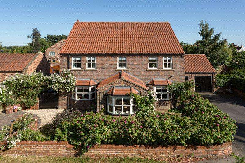 5 Bedrooms Detached House for sale in Wetherby Road, Rufforth, York, YO23