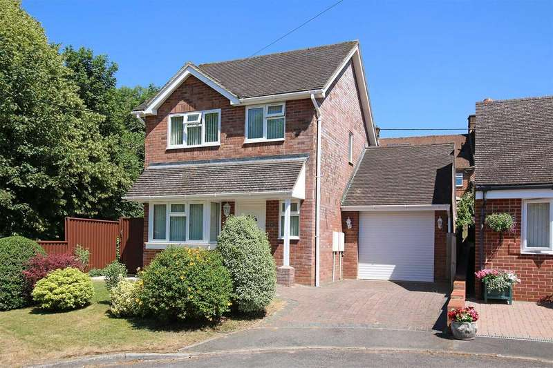3 Bedrooms Detached House for sale in The Green, Overton RG25