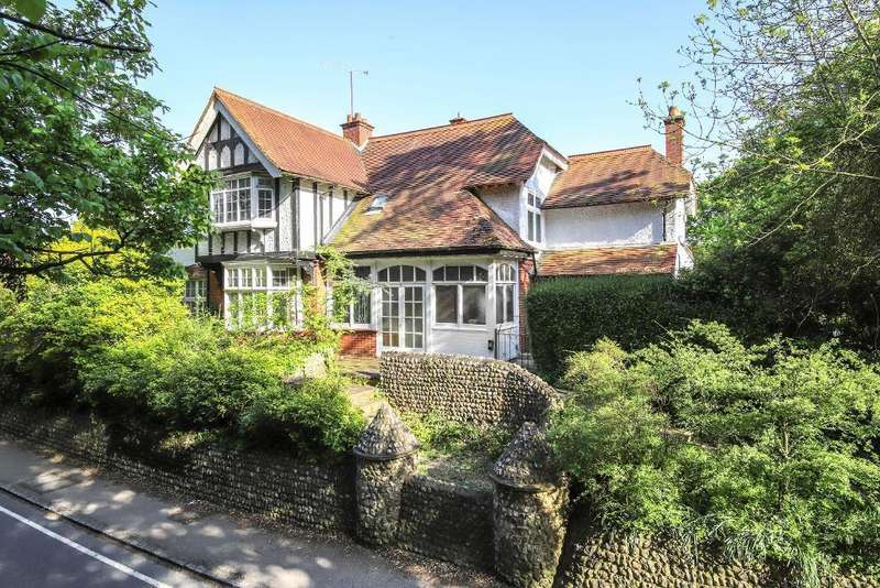 4 Bedrooms House for sale in The Street, Bramber, West Sussex, BN44 3WE