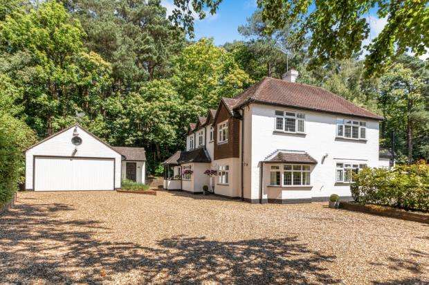 5 Bedrooms Detached House for sale in Deepcut, Camberley, Surrey