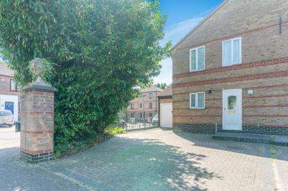 3 Bedrooms Semi Detached House for sale in Beckton, London