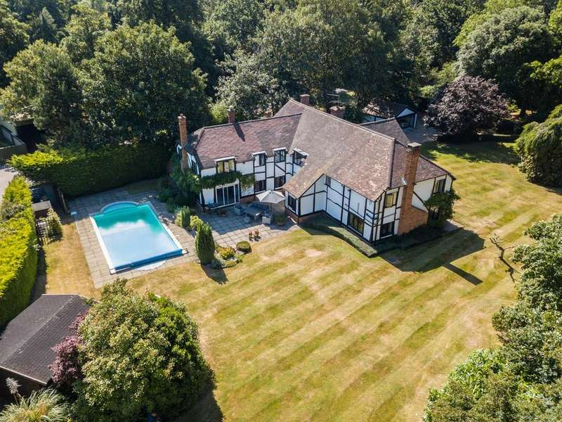 5 Bedrooms Detached House for sale in Henley Road, Stubbings, Maidenhead