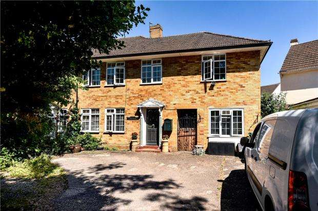 5 Bedrooms End Of Terrace House for sale in Averil Court, Taplow, Maidenhead