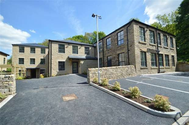 2 Bedrooms Flat for sale in George Street, Glossop, Derbyshire