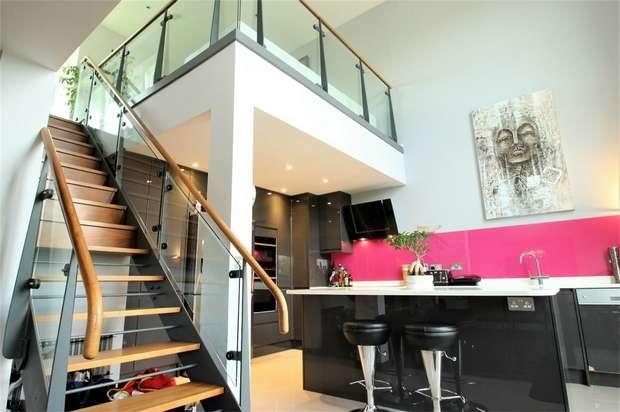 3 Bedrooms Flat for sale in Metropolitan Station Approach, Watford, Hertfordshire