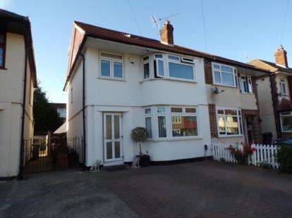4 Bedrooms Semi Detached House for sale in Dagenham, Essex