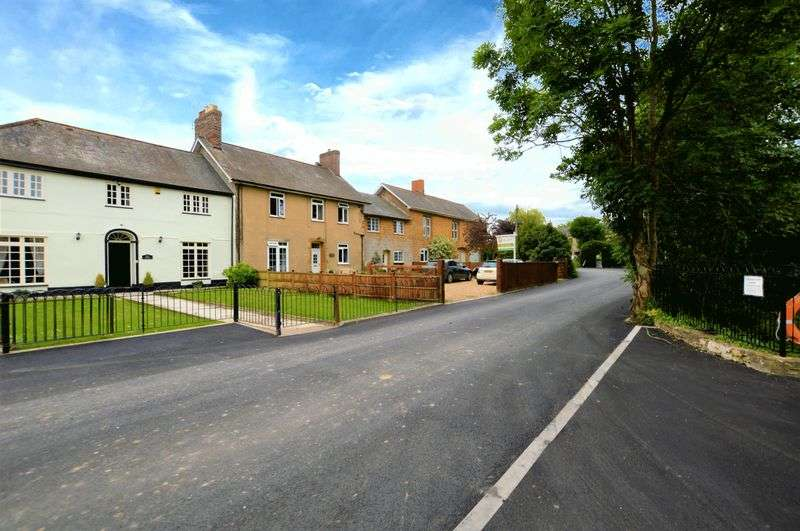 3 Bedrooms Property for sale in Tail Mill Lane, Merriott
