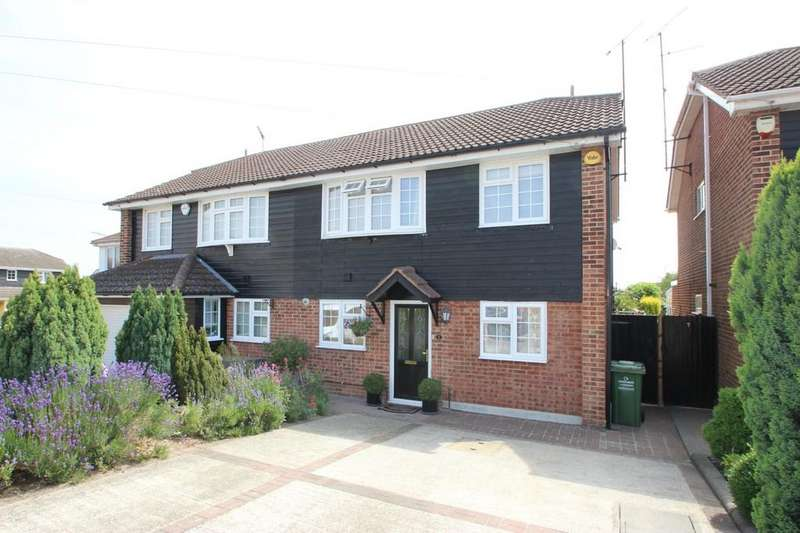4 Bedrooms Semi Detached House for sale in Wickford, SS12