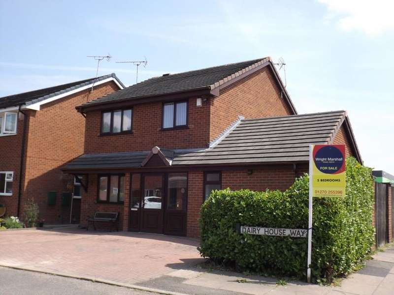 5 Bedrooms Detached House for sale in Dairy House Way, Crewe