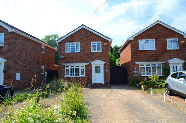 3 Bedrooms Detached House for sale in Hazel Avenue, Farnborough, Hampshire