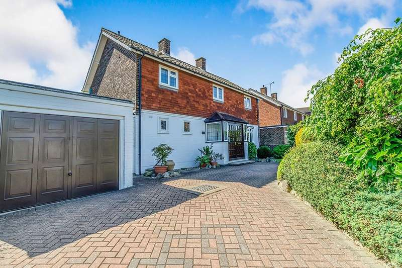 3 Bedrooms Detached House for sale in Brompton Farm Road, Rochester, ME2