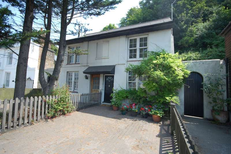 2 Bedrooms Semi Detached House for sale in Malling Street, Lewes BN7