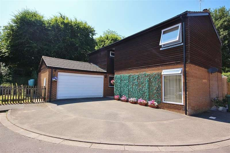 4 Bedrooms Detached House for sale in The Park, Lambourn, Hungerford, RG17
