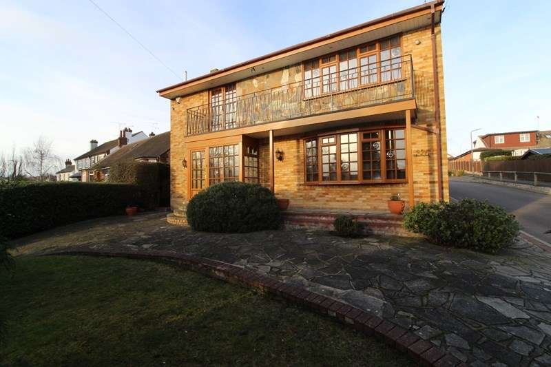 3 Bedrooms Detached House for sale in Rayleigh Road, Leigh-On-Sea
