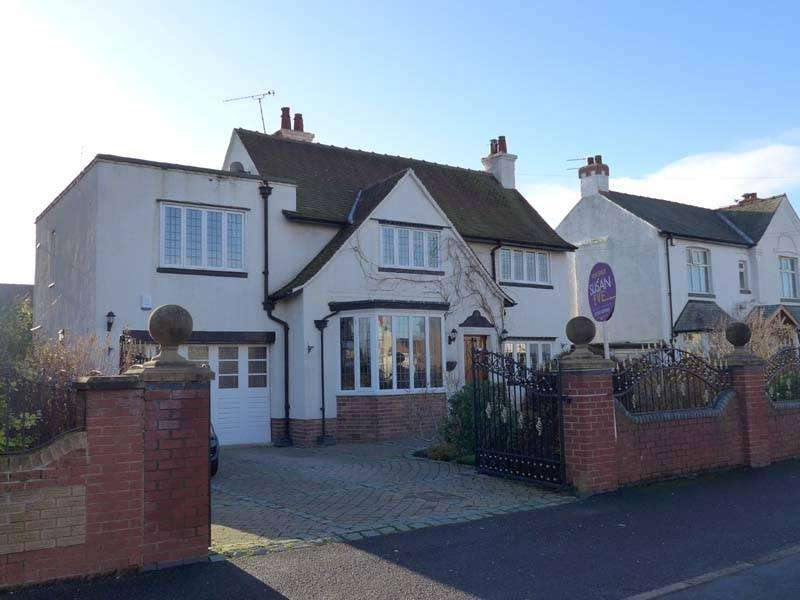 4 Bedrooms Detached House for sale in West Drive
