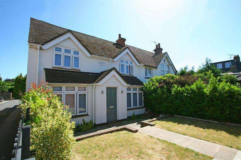 3 Bedrooms Semi Detached House for sale in Inglenook Cottage, Kingsway, Farnham Common, Bucks SL2
