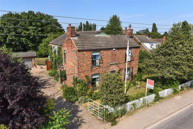 4 Bedrooms Detached House for sale in Lincoln Lane, Thorpe On The Hill, LN6