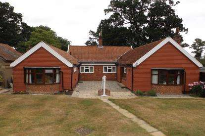 3 Bedrooms Bungalow for sale in Sproughton, Ipswich, Suffolk