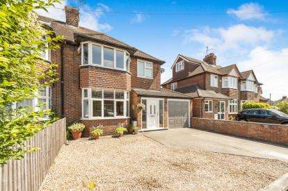 4 Bedrooms Semi Detached House for sale in Limes Avenue, Aylesbury, Bucks, England